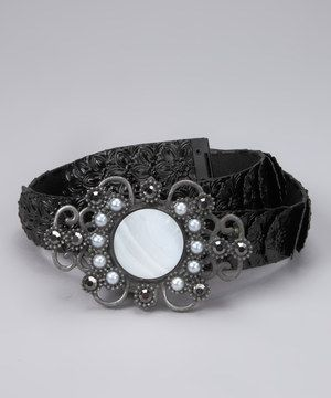 Add some flattering flair to that daily wear with this darling belt. The delicate design adorning the metal band adds a feminine touch, while the stretchy silhouette adds versatility.
