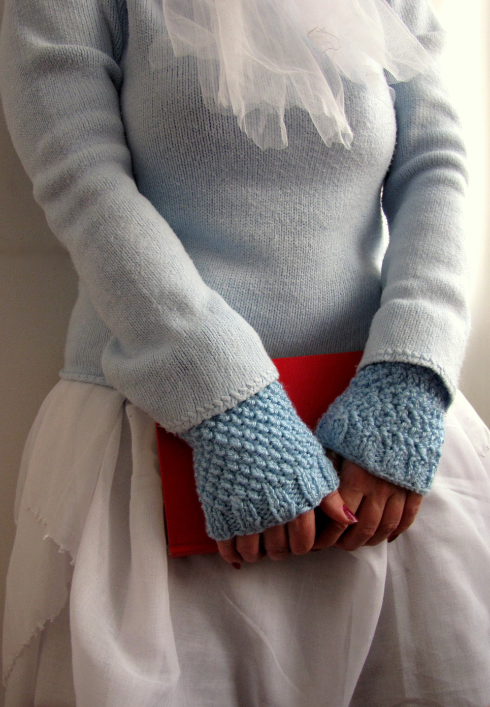Little treasures moss stitch blue knit wrist warmers free little treasures moss stitch blue knit wrist warmers free pattern knit it up pinterest moss stitch wrist warmers and free pattern bankloansurffo Image collections