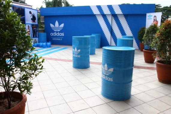 Ten cuidado bala Mucama  Adidas Pop-Up Retail Strategy: What Social Commerce Can Learn | Pop up  shops, Pop up store, Adidas shop