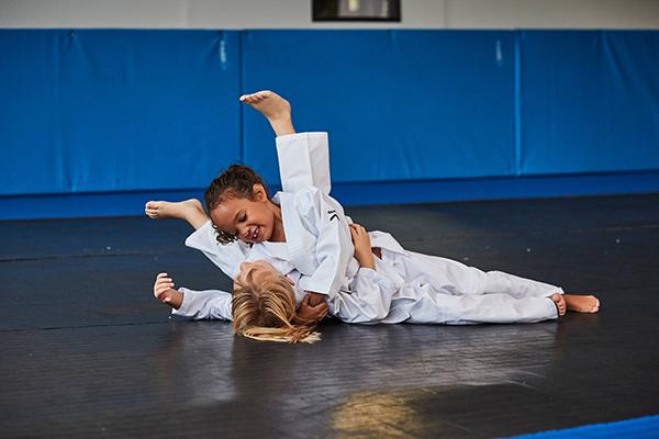 Cautarea femeii judo femeie singura caut barbat veternik