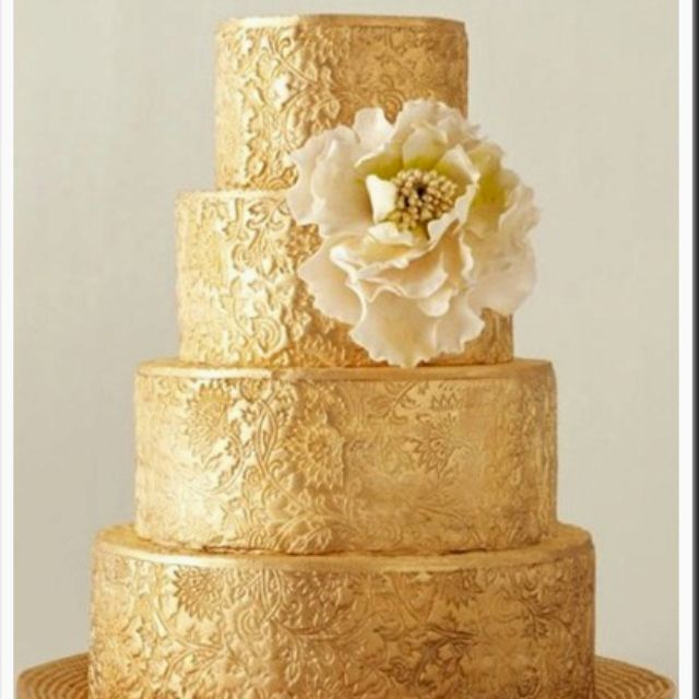 Gold wedding cake! If I did a black, white, and gold theme this ...