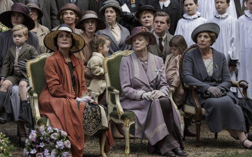 Downton Abbey Julian Fellowes Throws Plot Ideas Away Con Imagenes Downton Abbey Condesa Viuda Tio Vania