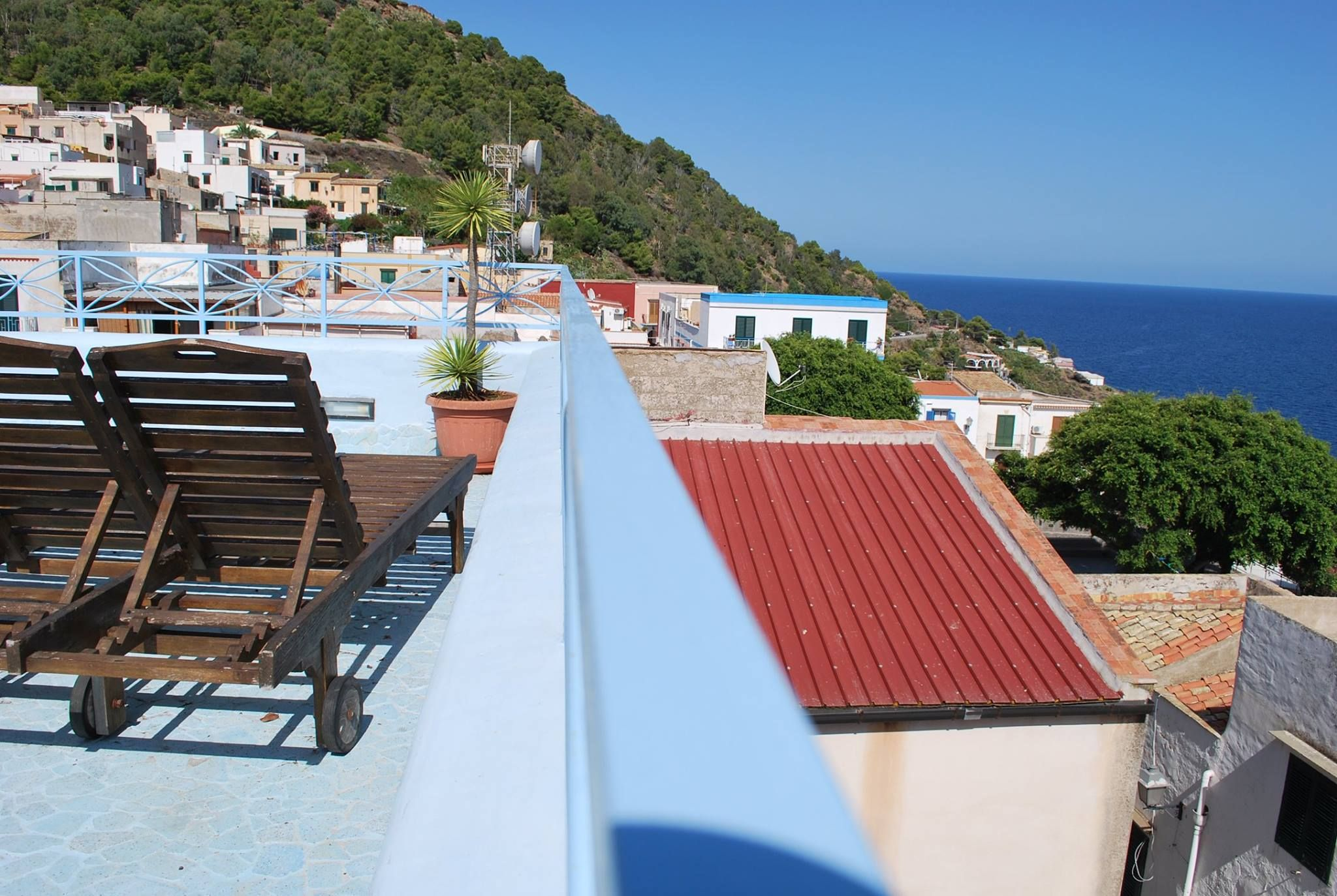 Come to enjoy the sun of our beautiful terrace ..  www.solaresustica.it #MagicUstica #HolidayExperience