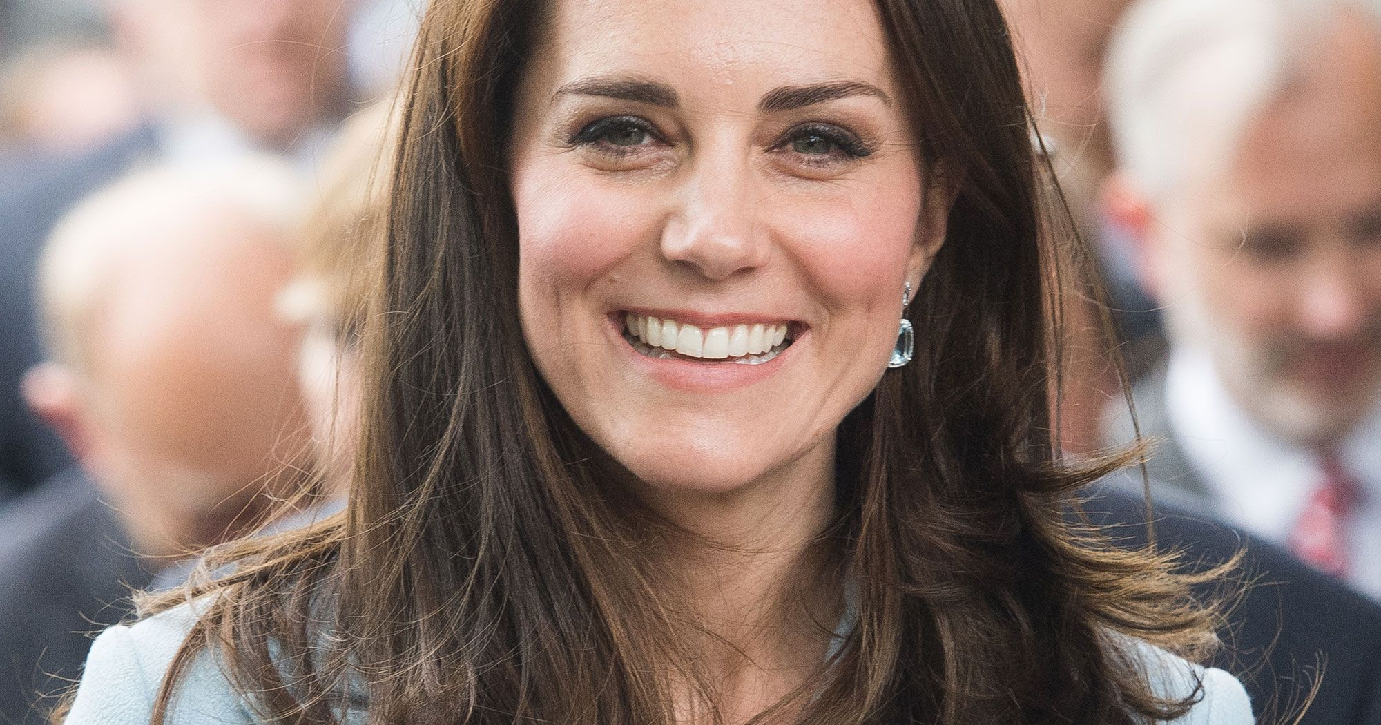 One Bottle Of Kate Middleton S Favorite Beauty Product Sells Every 20 Seconds Oval Face Hairstyles Oval Face Celebrities Oval Face Haircuts