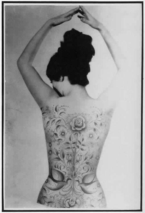We (L) Tattoo: Vintage | IdeaFixa - artes visuais, ilustração, design e fotografia on We Heart It. http://weheartit.com/entry/2502955    (via danseduventre11)