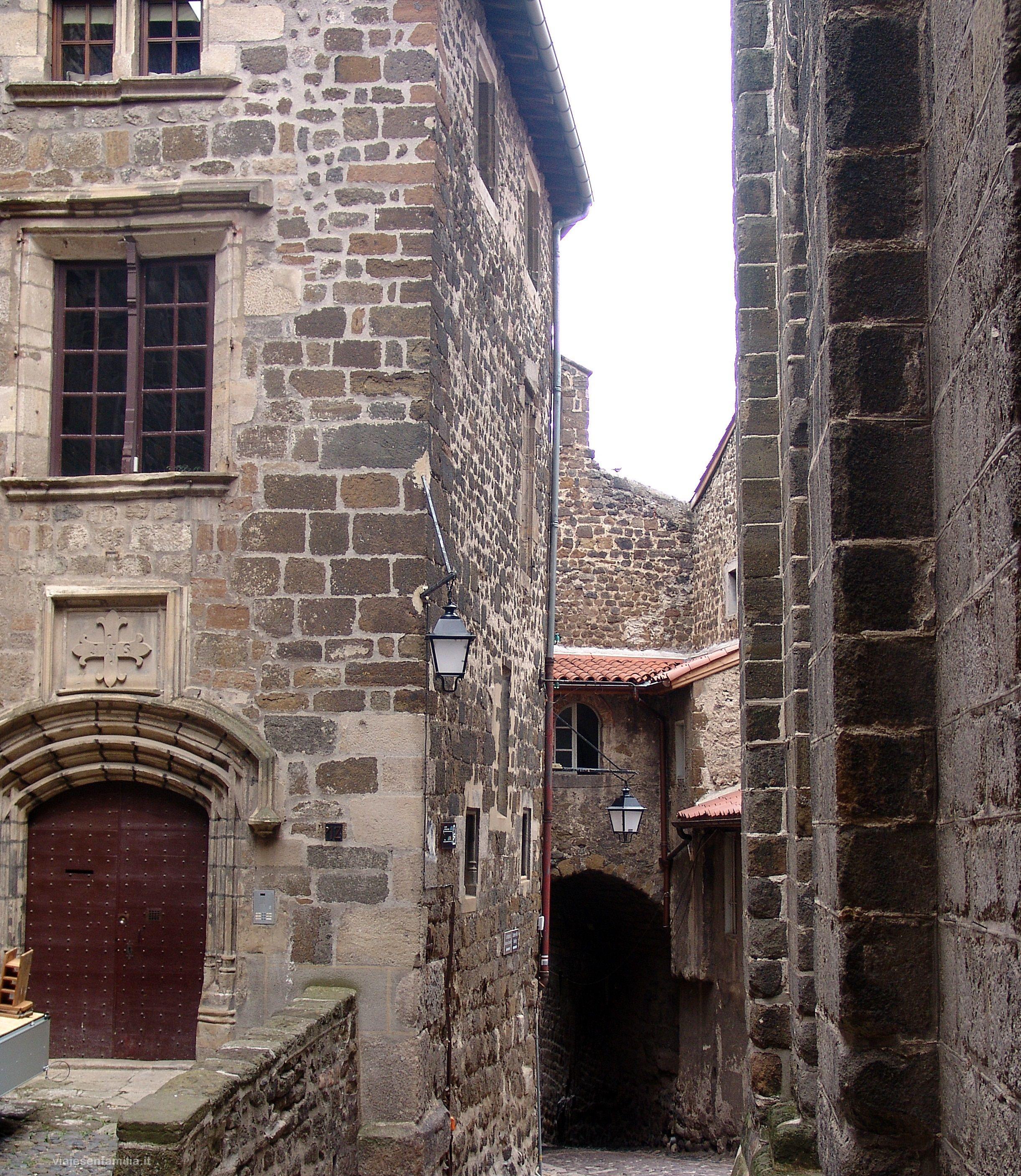 Le Puy-en-Velay. Auvernia ( Francia) http://www.viajesenfamilia.it/