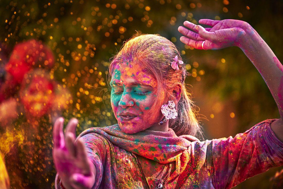 Empezando La Semana Con Energía Porque Ya Casi Es Viernes Optimismo Lunes Spadreams India Holi Festival Of Colours Holi Colors Holi Festival