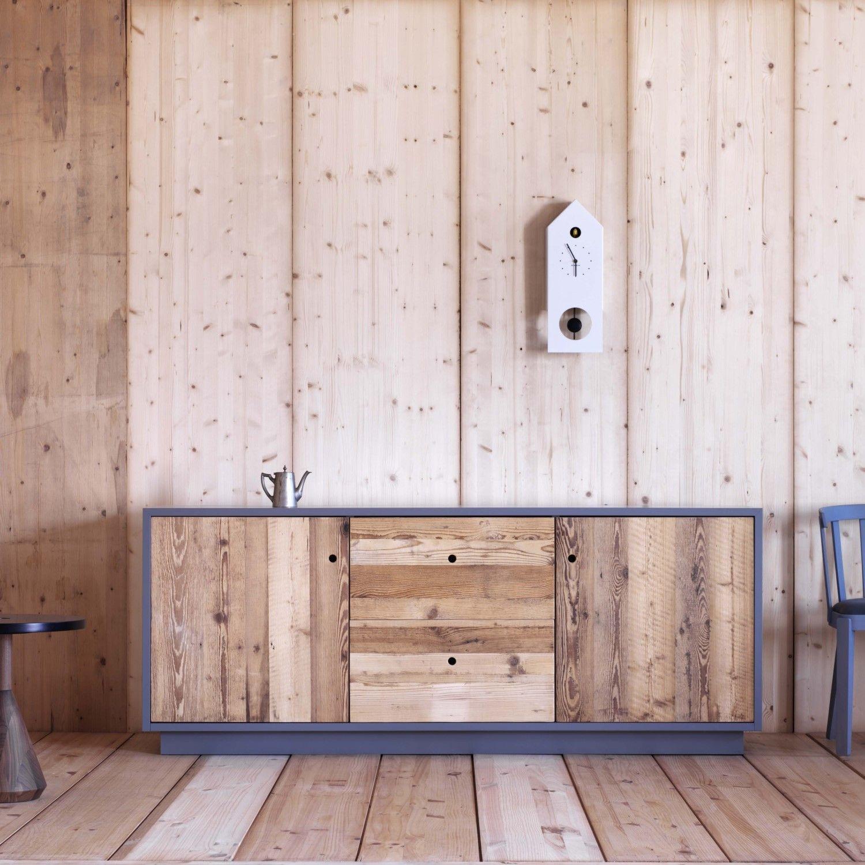 Credenza di design Tola con ante in legno grezzo di abete antico ...