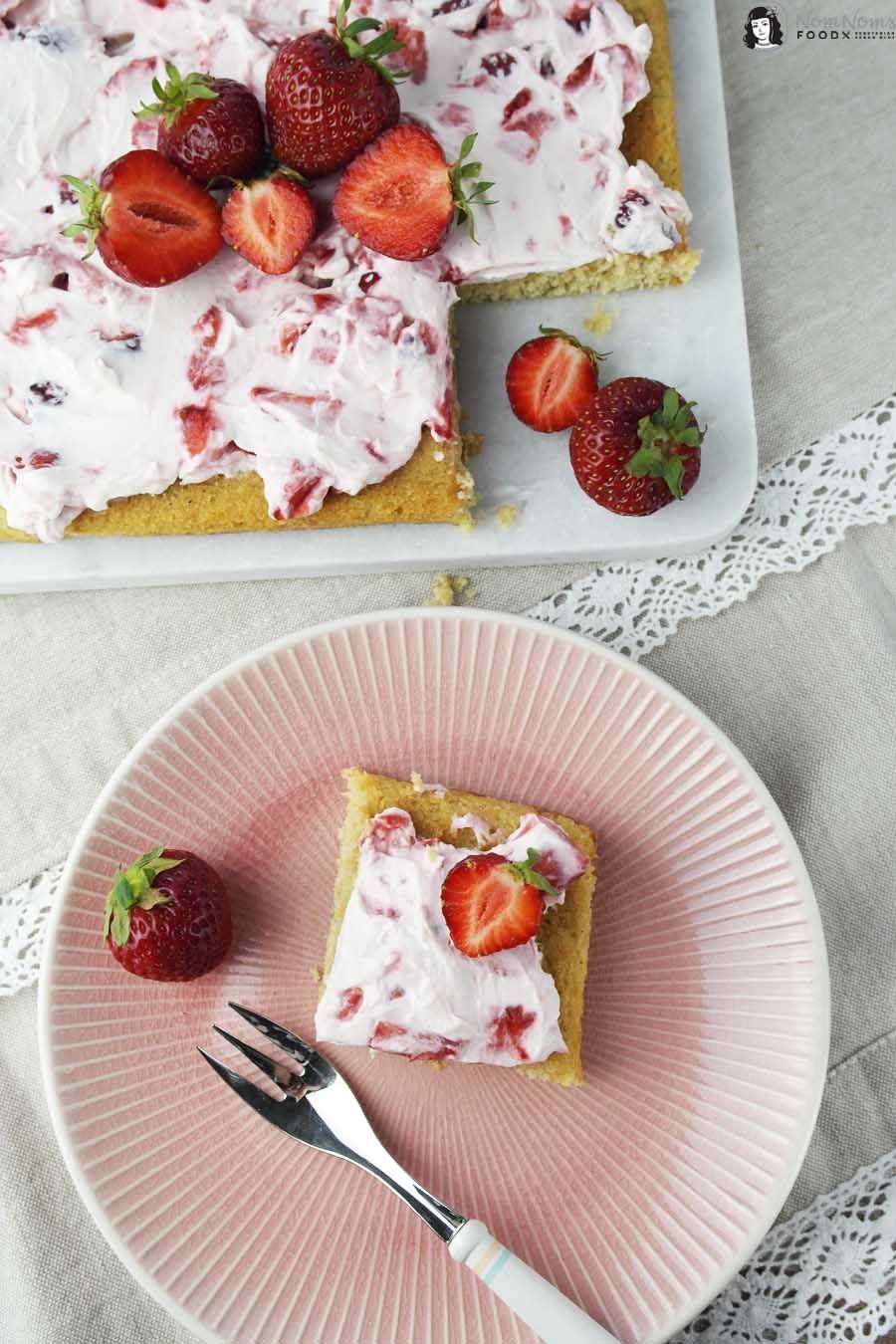 Bananen-Blondies mit Erdbeer-Frischkäse-Creme ❤ | Recipe | Sugar ...