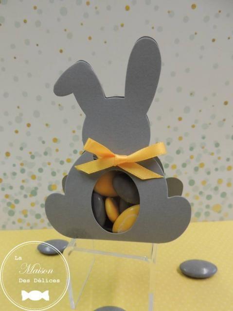 Ballotin à dragées lapin couleur grise, dont la fenêtre transparente