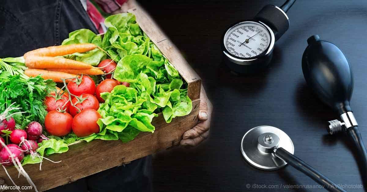 Recientes investigaciones sugieren que las dietas vegetarianas pueden ayudar a reducir la presión arterial. http://articulos.mercola.com/sitios/articulos/archivo/2014/03/31/como-bajar-la-presion-alta.aspx