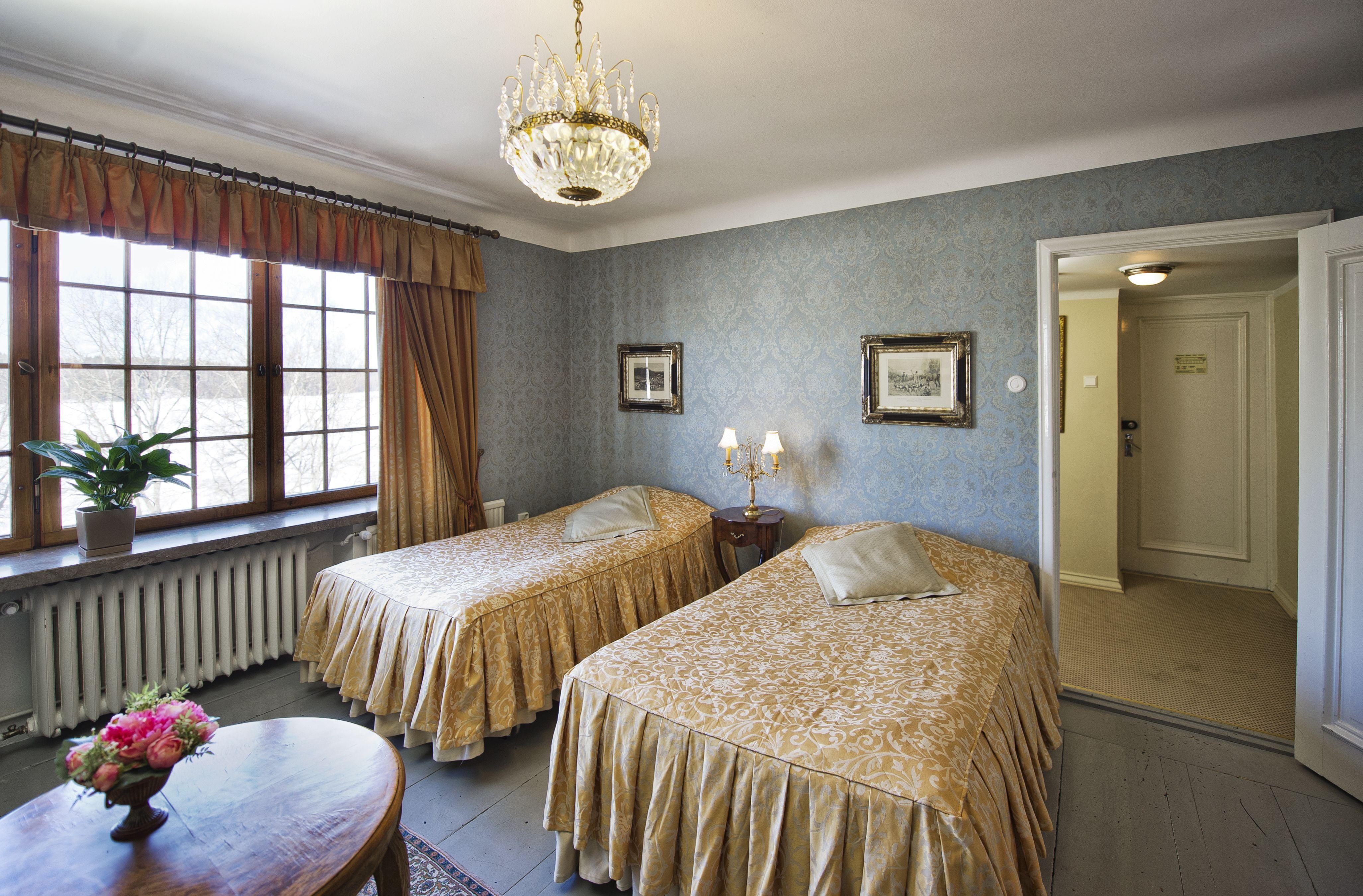 Superior-huone 15 Päälinnassa - Superior room 15 at the Main Building.  #vanajanlinna #hotel #accommodation
