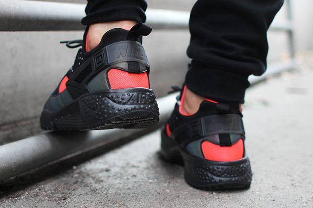 682b75856529 NIKE AIR HUARACHE UTILITY (BRIGHT CRIMSON) - Sneaker Freaker