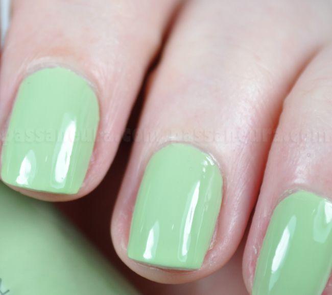 Esmalte verde cremoso Sapo Encantado da Avon. Esmalte de boa cobertura e de fácil aplicação.