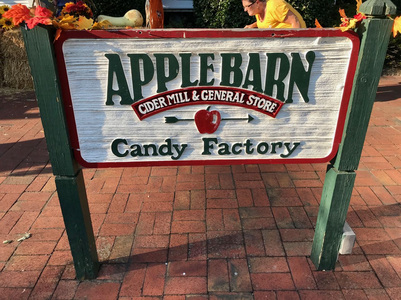 Apple Barn Restaurant and Candy Factory in Pigeon Forge TN ...