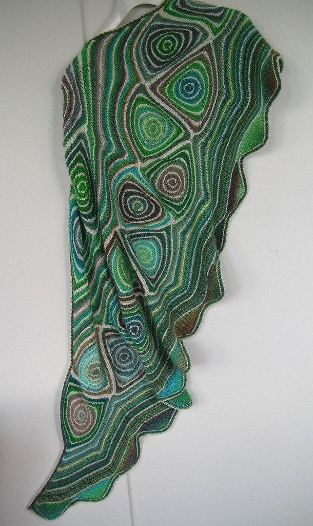 Linientreu pattern by Ute Nawratil   Tücher, Stricken und Tuch stricken