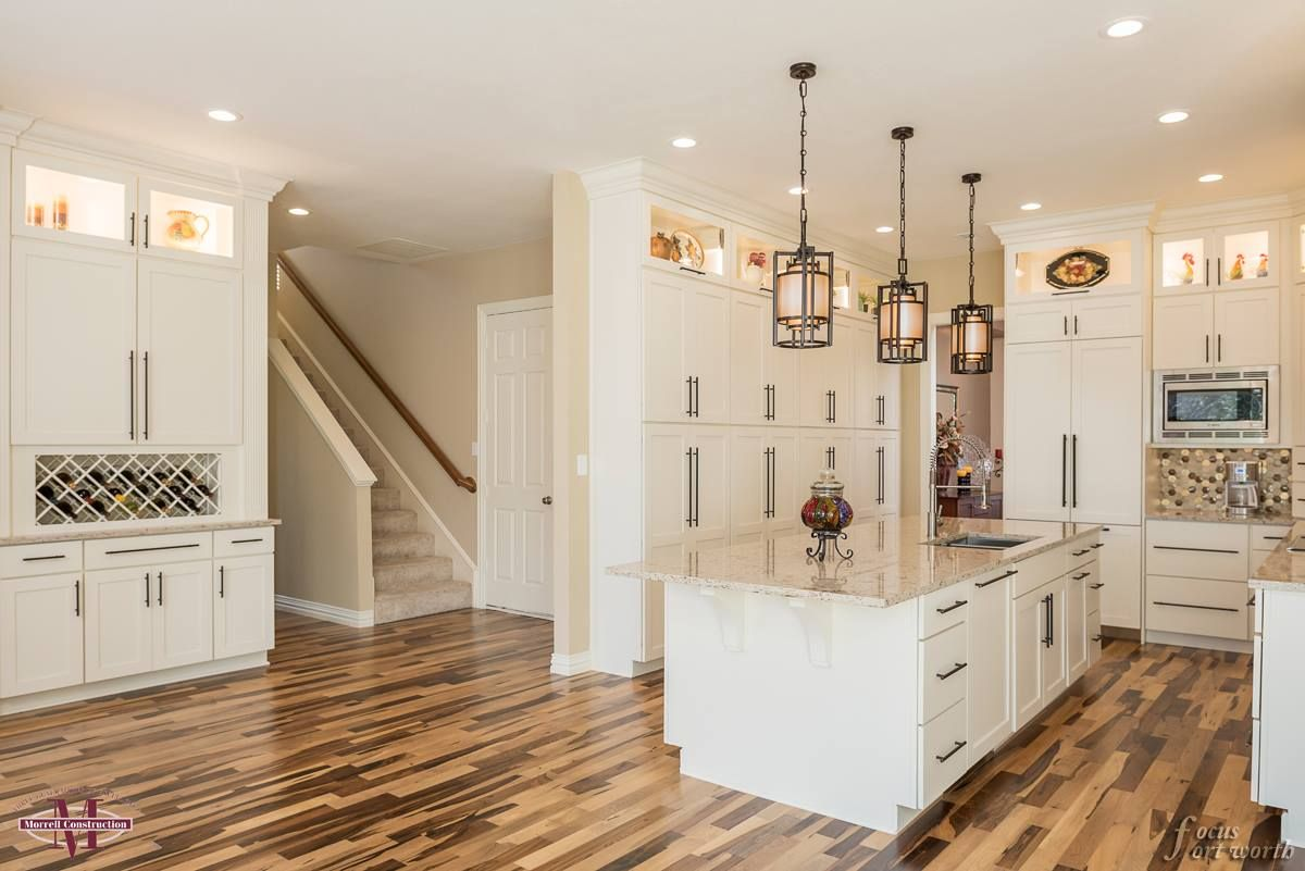 Fall In Love With This Beautiful Wellborn Cabinet Inc White Kitchen It Features A Timeless But Elegant Appeal To T Kitchen Remodel Wellborn Cabinets Kitchen