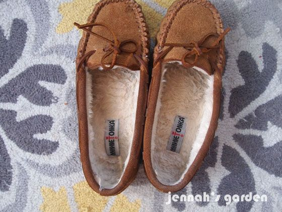 Cleaning The Inside Of Fleece Lined Shoes Or Slippers Slippers Ugg Boots Cheap Suede Slippers