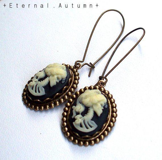 Lovely earrings from EternalAutumn@Etsy
