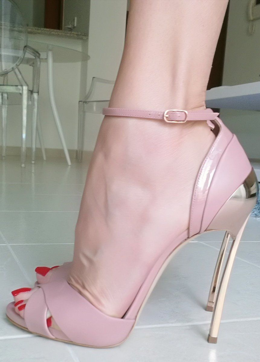 Nude girl hot sandals photo 332
