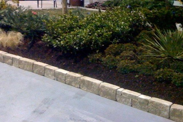 Attractive Border  Indiana Limestone Garden Wall Mulch  Pinefines