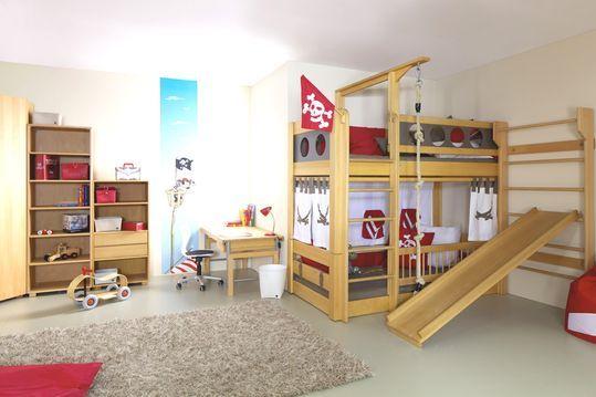 Kinderzimmer deluxe mit Piratenbett und Rutsche Kinder