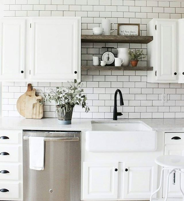 Home Decor, White Kitchen Backsplash, Farmhouse Kitchen