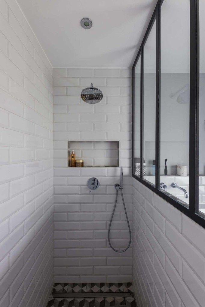 Carrelage Douche Blanc conception d'une salle de bain au carrelage blanc aux murs avec une
