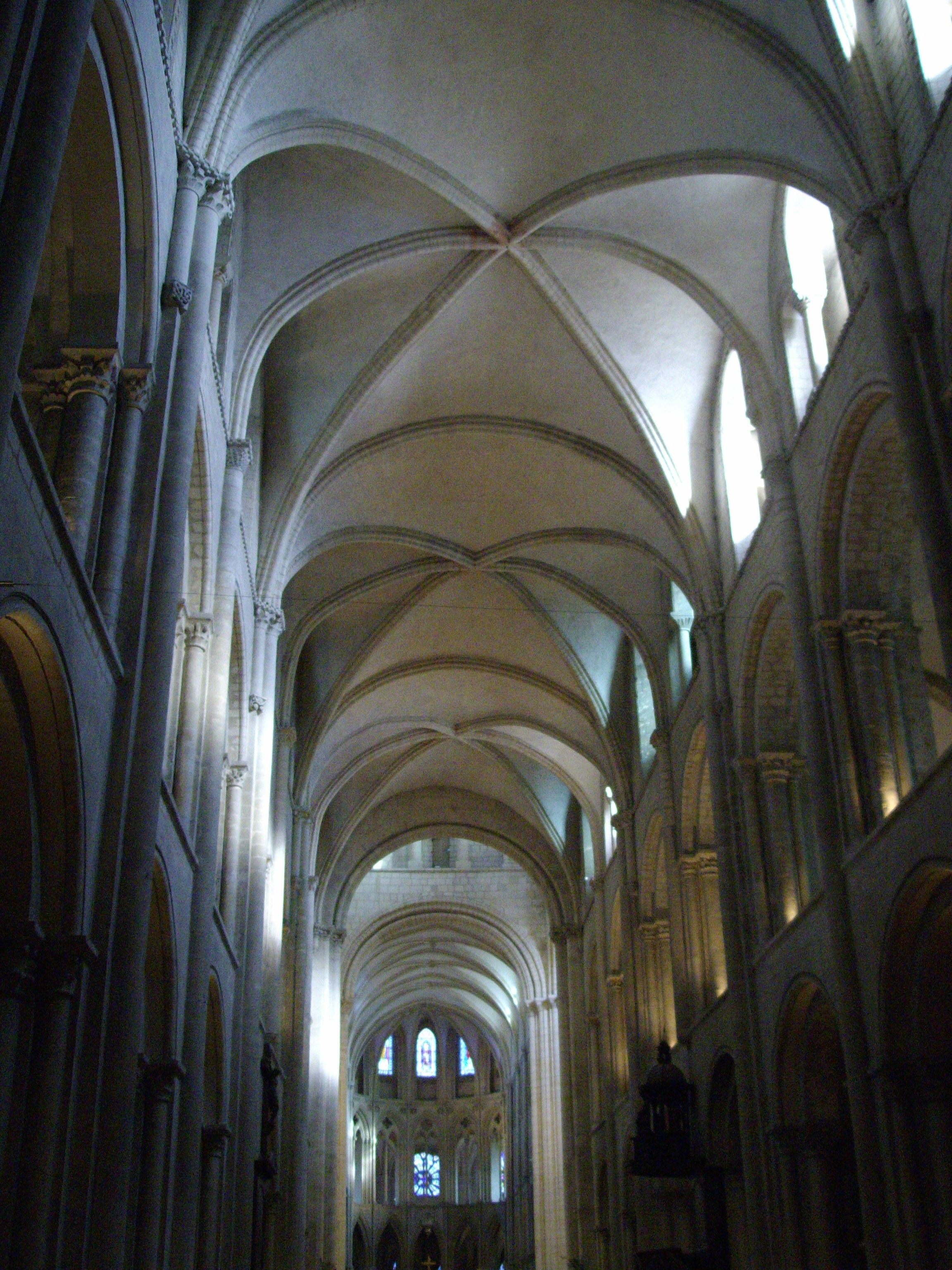 the ribbed vaults at the saint-etienne, caen, are sexpartite and