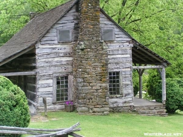 Antique Log Cabin With Stone Chimney With Images Cabin Log Homes Log Cabin Homes