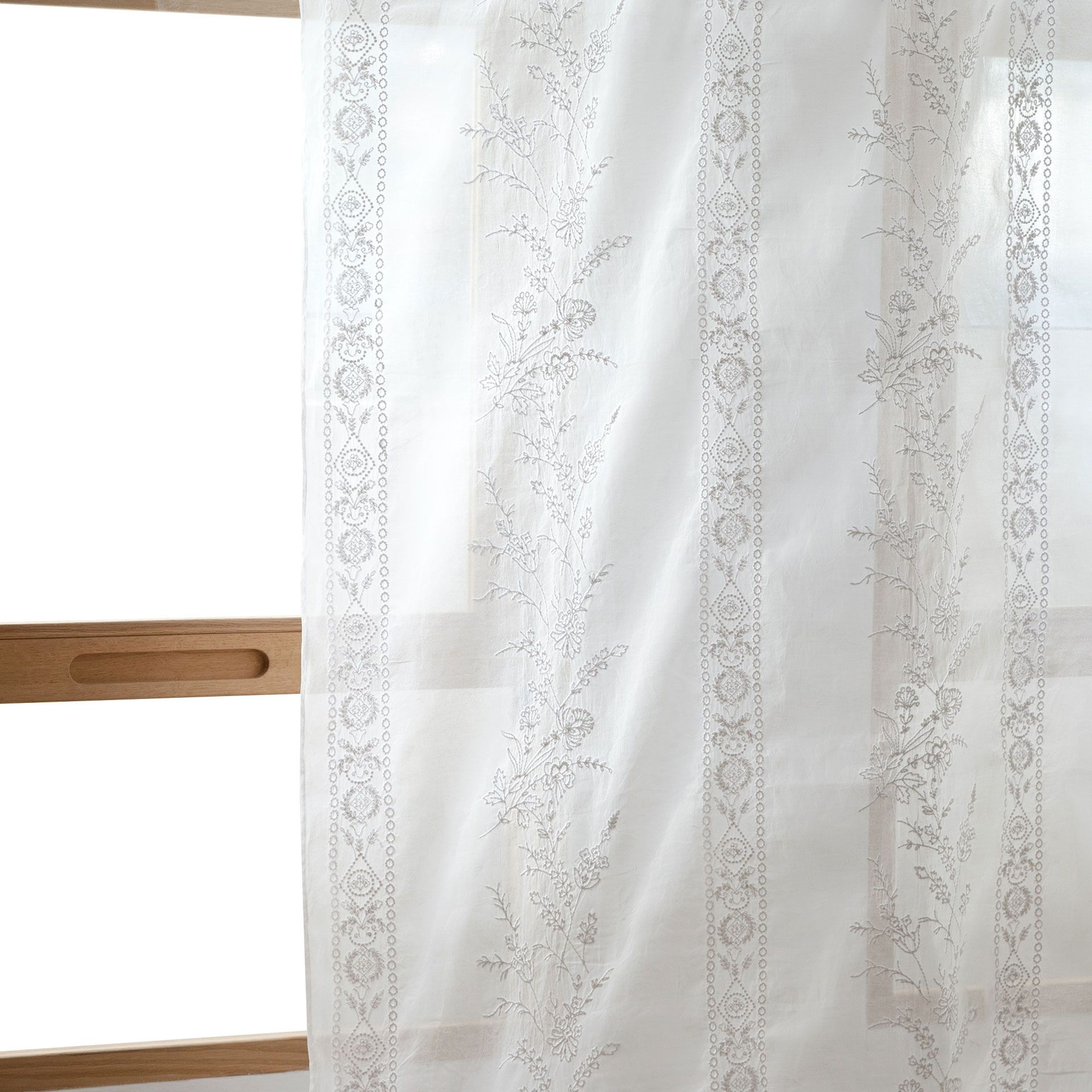Cortina organza bordado cortinas decoraci n zara for Cortinas bebe zara home