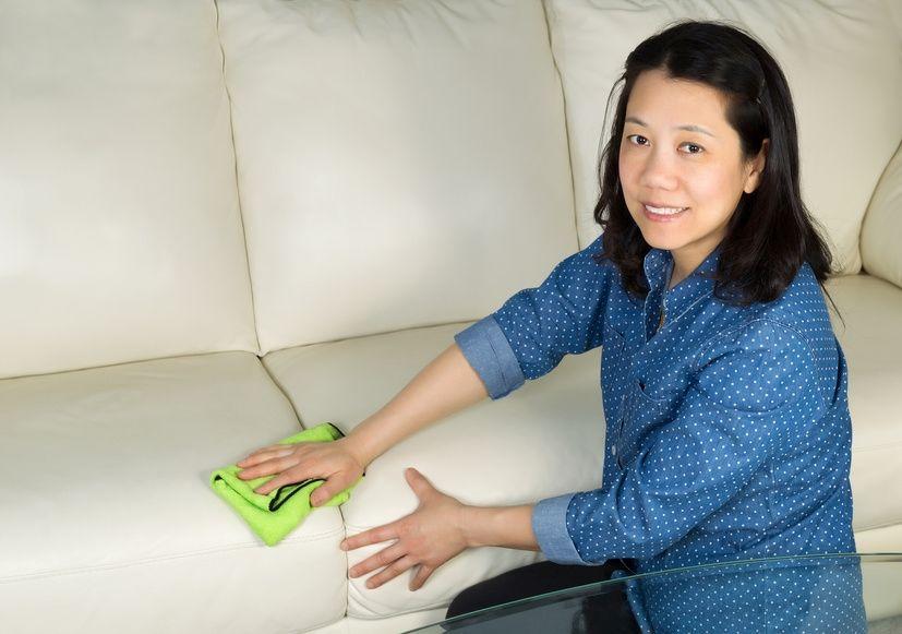 trotz aller vorsicht lassen sich flecken auf dem sofa. Black Bedroom Furniture Sets. Home Design Ideas