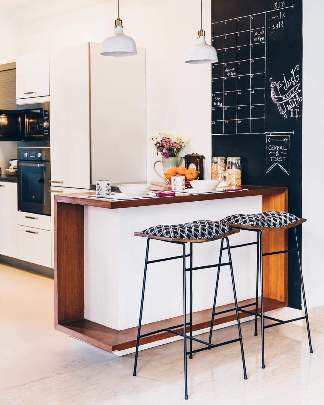 34 Kreative Kuchenhocker Designs Die Ihre Kuche Schoner Machen Kuchenfenster Dekoration Kuchendekoration Kuchenthekenhocker