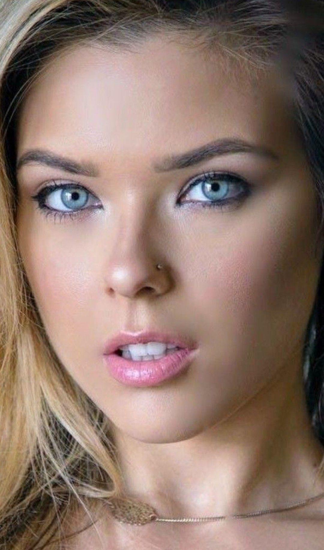 Increíble Chica Linda Angélical Y Enigmática