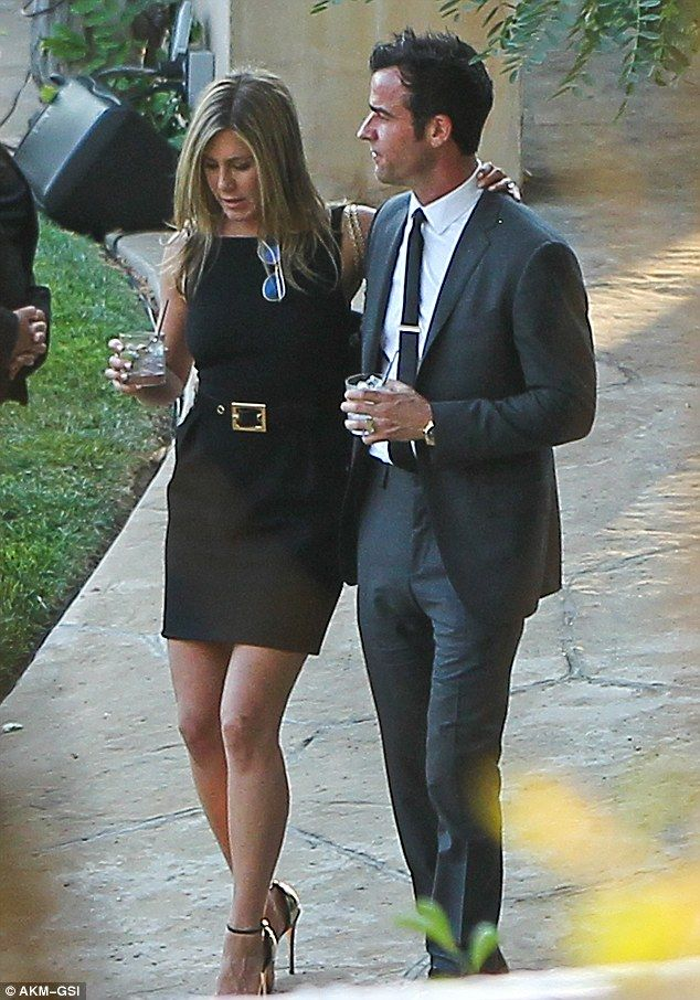 It Ll Be Us Next Jennifer Aniston And Fiance Justin Theroux Looked Loved Up At Jimmy Kimmel S Wedding Jennifer Aniston Style Jen Aniston Style Jennifer Aniston