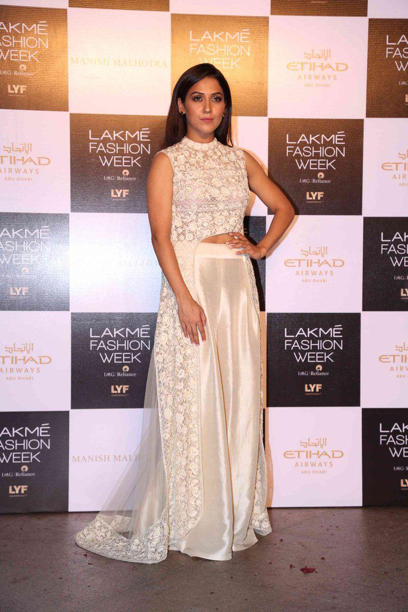 Celebs At Lakme Fashion Week Winter Festive 2016 By Manish Malhotra Event Fashion Lakme Fashion Week Beautiful Dresses
