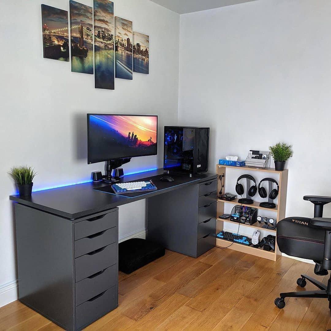 - Super Awesome Workspaces & Setups 22 - Graphic Design Inspiration