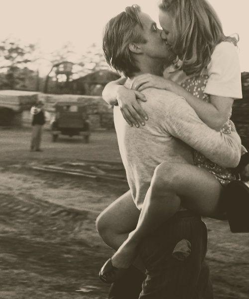 the notebook kiss (couples,kiss,the notebook,noah,allie,cute,love,love love love,black and white,movie,ryan gosling,rachel mcadams)