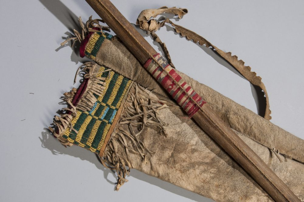 Cheyenne beaded bow case and quiver indians pinterest for Cheyenne tribe arts and crafts