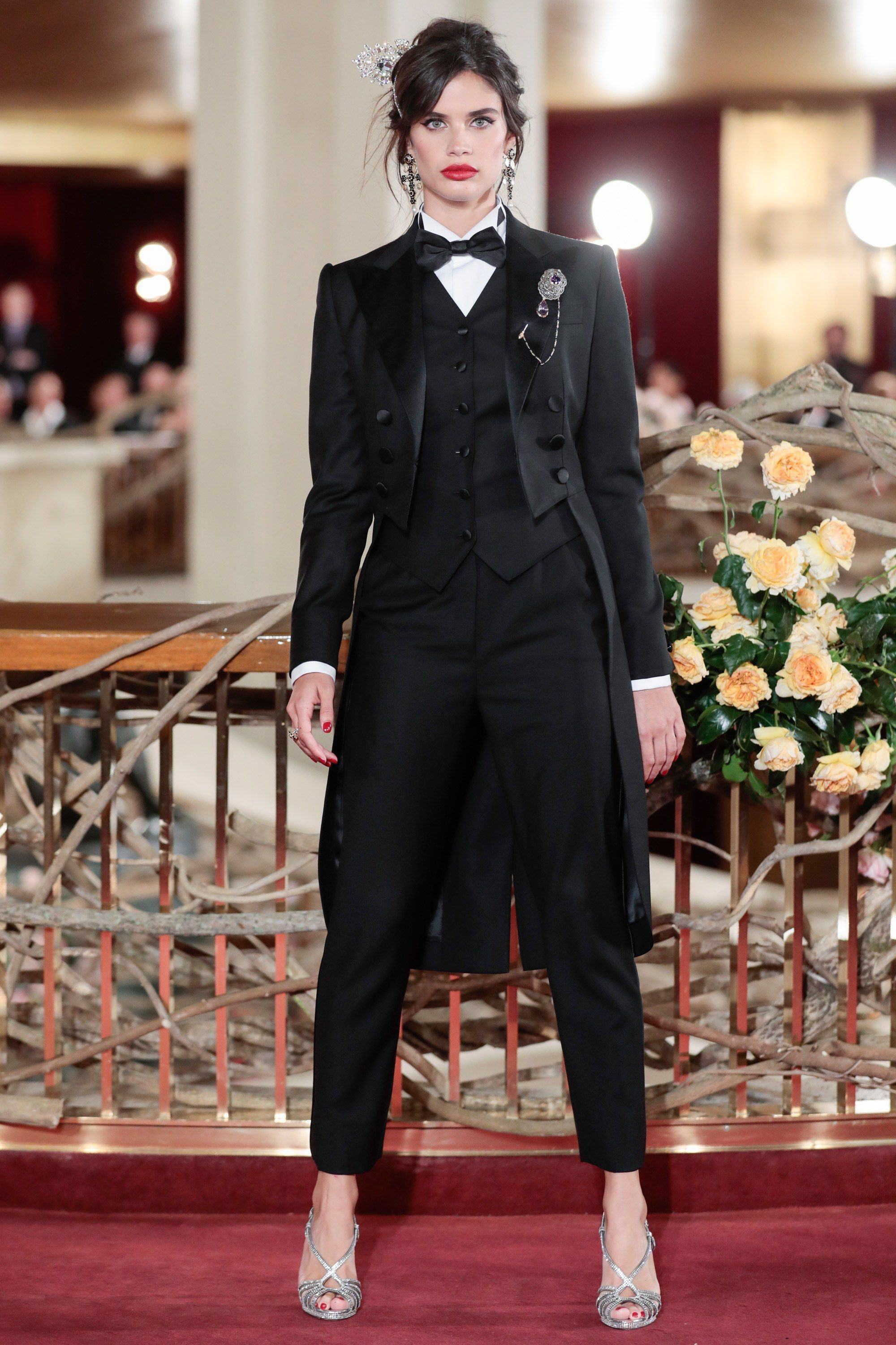 Dolce Gabbana Gives Its Alta Moda Clients A Night At The Opera The Metropolitan Opera Tuxedo Women Dolce And Gabbana Suits Dolce And Gabbana