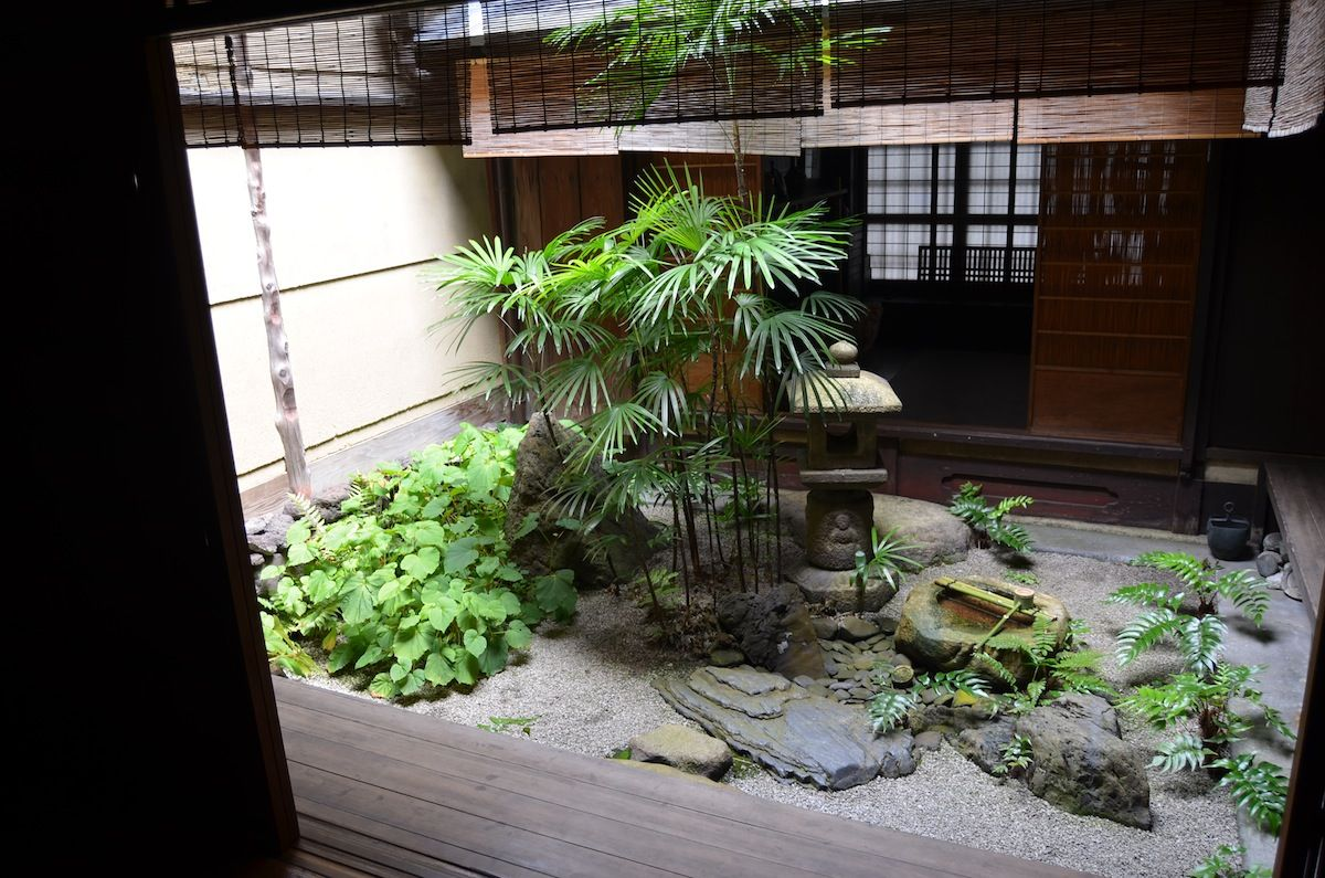 Japanese Courtyard Gardens | Tiny Courtyard Garden In An Old Kyoto House.  The Simple Planning Of .