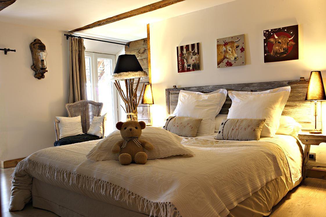 Dans la chambre de pauline le vieux volet trouver sa place en t te de lit apr s avoir t - Tete de lit avec vieux volets ...