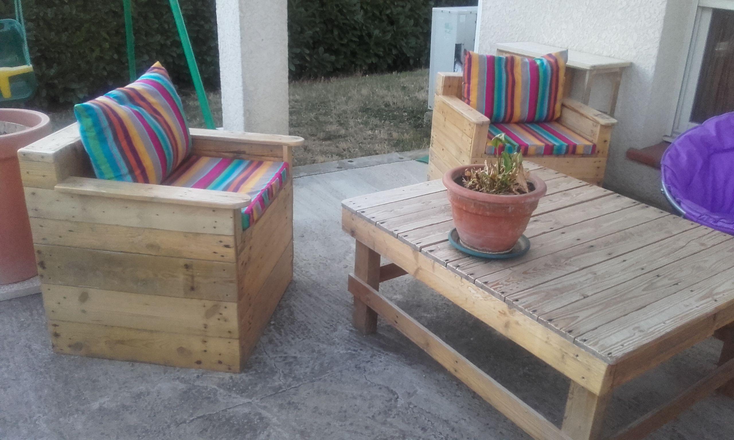 Fauteuil salon de jardin en bois de palettes www.facebook.com/pg ...