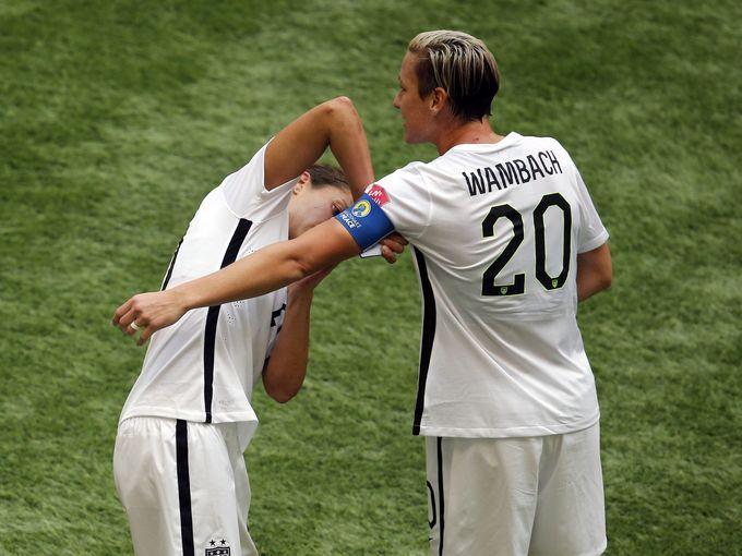 Carli Lloyd Gives The Captain S Armband To Abby Wambach Usa Soccer Women Carli Lloyd Women S Soccer Team