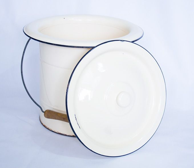 Ancien pot de chambre en mail mes petites puces - Pot de chambre camping ...