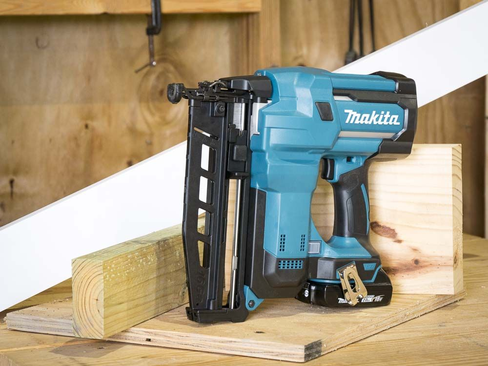 Makita 16 Gauge Cordless Finish Nailer Xnb02 Review Pro Tool Reviews Tools Finish Nailer Drill