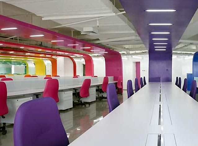 Colorful office interior design ideas oficinas for Commercial office space design ideas