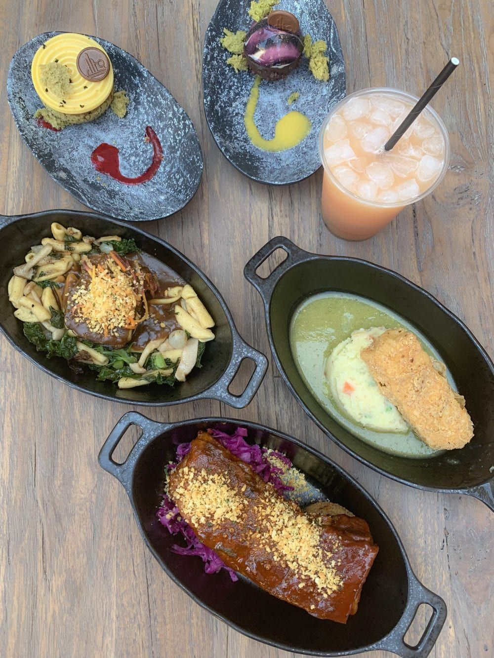 What To Eat at Docking Bay 7 Star Wars Galaxy's Edge Eat