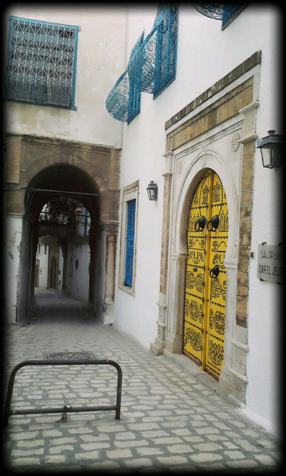 مطعم دار الجلد المدينة العتيقة تونس Road Structures Alley