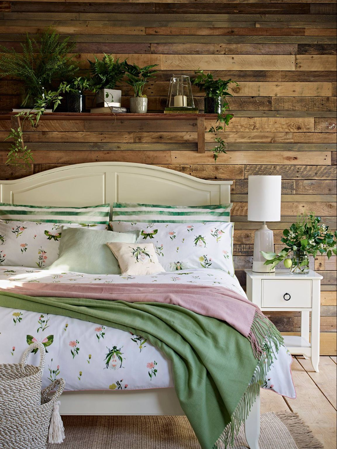 Pin By Mina Maged On Chambre A Coucher Sage Green Bedroom Bedroom Green Green Bedroom Decor